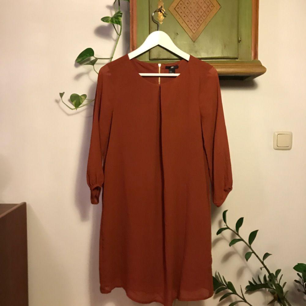 f42125802aa8 Roströd klänning från h&m. Snygg som den är eller med skärp i midjan.