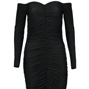 Jättefin klänning perfekt för festen! Säljes då den endast kommit till användning 1 gång..🙄 Stretchig så den passar XS-S  ➖ Frakt ingår i priset