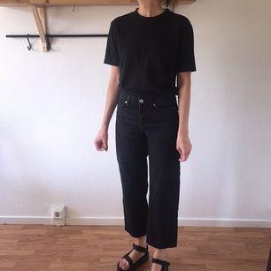 Svart grå jeans från monki! Mid Waist, wide leg!  (finns att hämta i Sthlm)