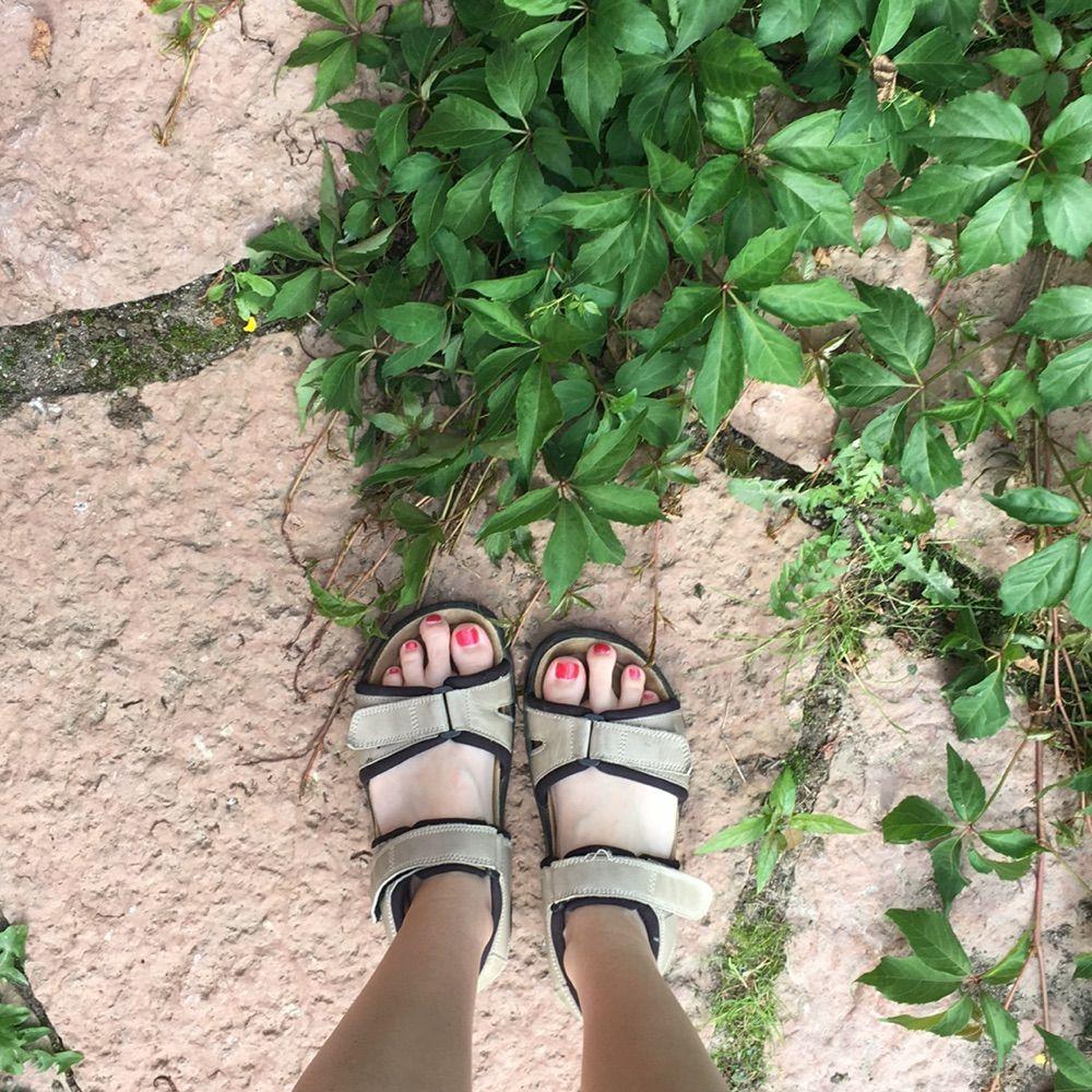 b906b552b8e Väldigt sköna brun-beiga sandaler. Perfekt till långa och varma promenader.  . Skor ...