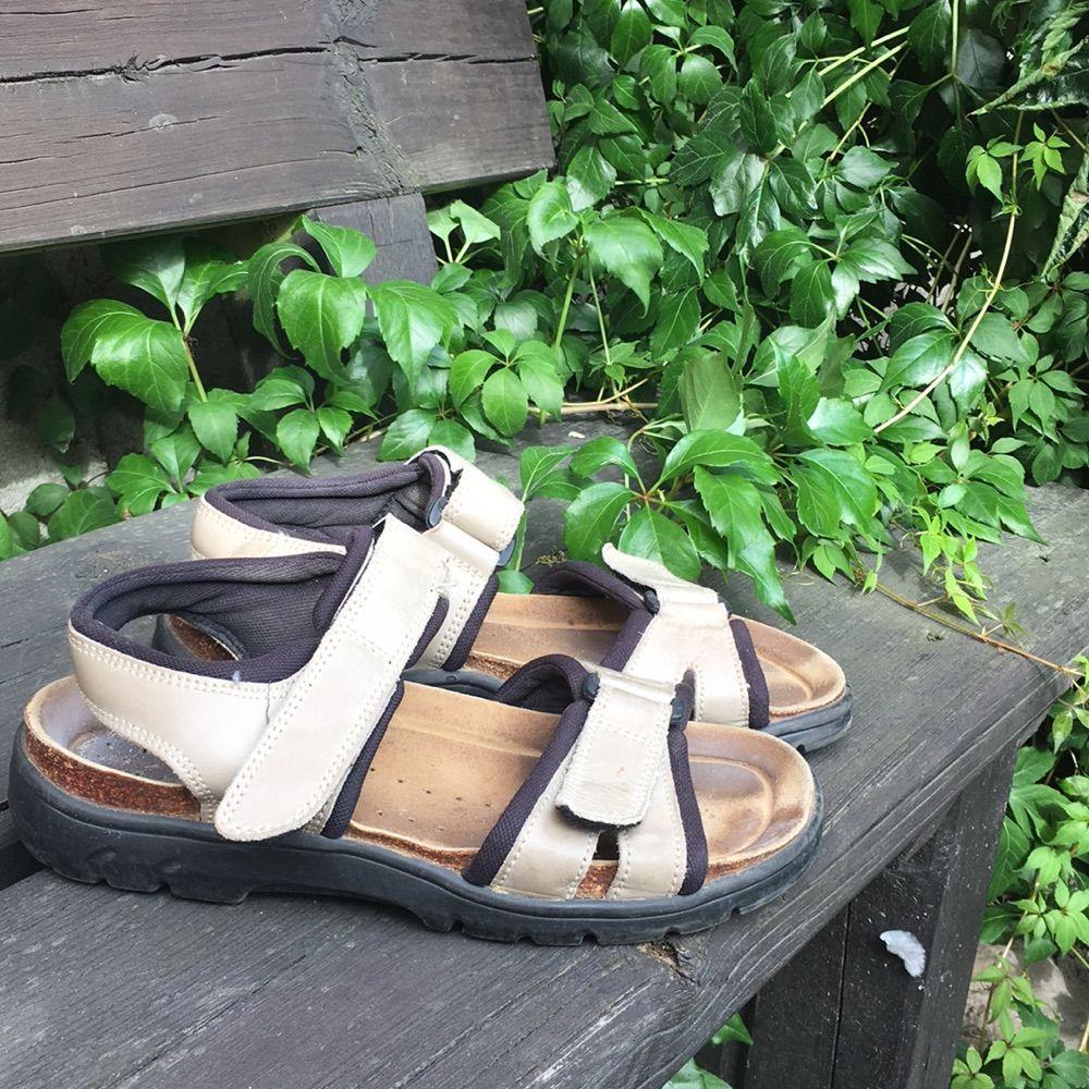 ed81954f2ea Skor Väldigt sköna brun-beiga sandaler. Perfekt till långa och varma  promenader.