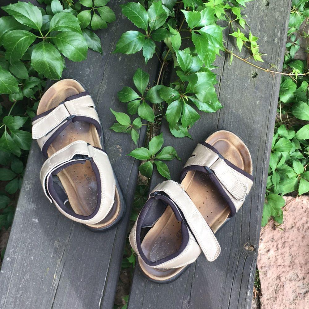 04eb40834da Skor Väldigt sköna brun-beiga sandaler. Perfekt till långa och varma  promenader. . Skor