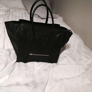En riktigt snygg väska från chiquelle. Den går att göra liten och stor, fler bilder finns!👏🏼😀