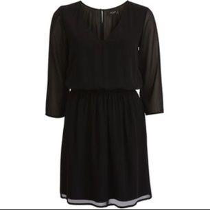 VICREAM DRESS Oanvänd klänning från vila