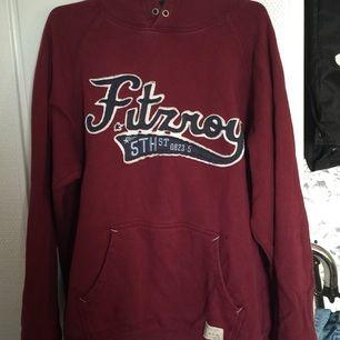 Gammal hm hoodie med vintage feeling. Fortfarande bra kvalité och är inte sliten.