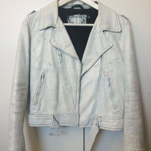 Vit Vintage skinnjacka, målad med vit färg. Stl: XS-S (märkt 34) Äkta skinn. 💕 FRI FRAKT! 💕