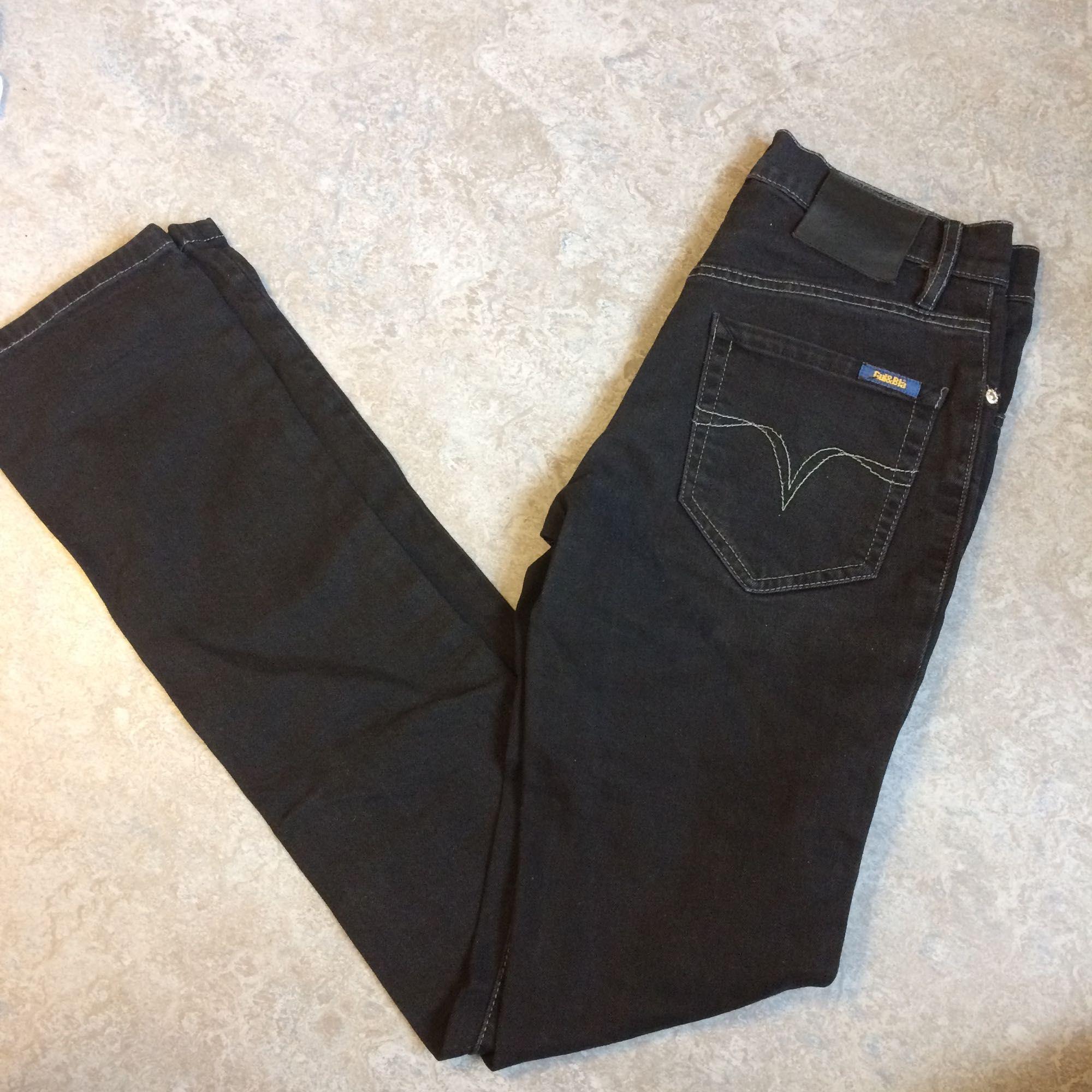 Svarta sköna jeans från Gul&blå, 29 tum i midjan.. Jeans & Byxor.