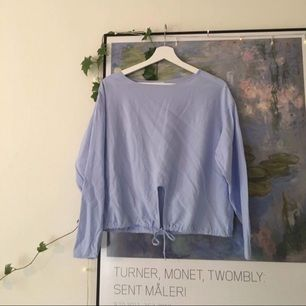 Aldrig använd skjorta/blus med dragsko från weekday 🕸 passar dig mes stl S