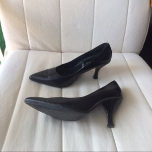 Low heeled pumps with a pointy front. Used a couple of times, has reinforced new soles.