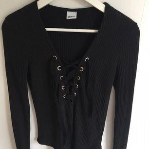 Superfin tröja från GinaTricot med snörning vid bröstet! Köparen står för frakten 💕