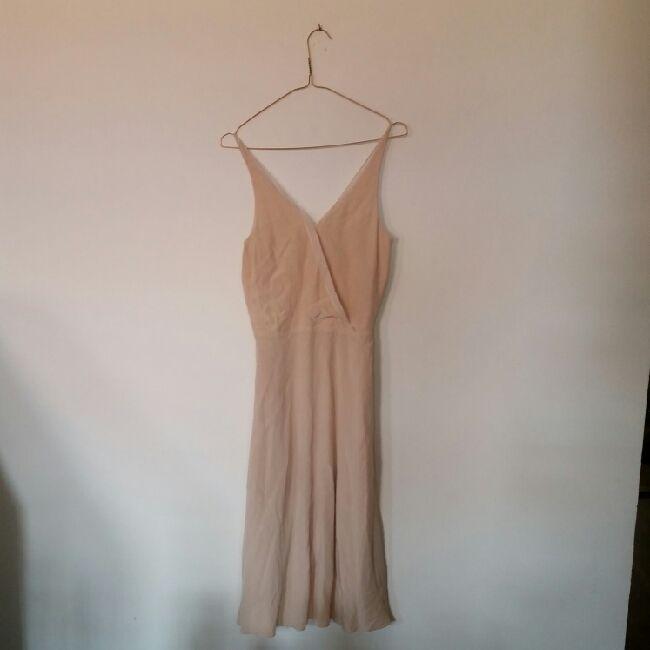 superfin ljusrosa klänning från & other stories. köpt för två år sen men aldrig använd. passar bra att ha på sommarbröllop. nypris ca 500 kr.. Klänningar.