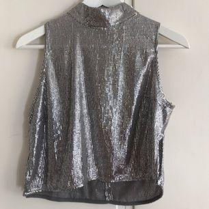 Snygg glittrig magtröja från Gina tricot använd ett fåtal gånger