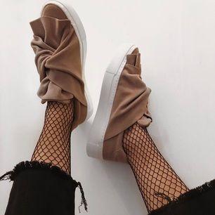 Skor från Bronx, storlek 36 men stora i storleken!! Använda ungefär 3 gånger.