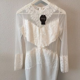 Jättefin vit klänning köpt på imso.com