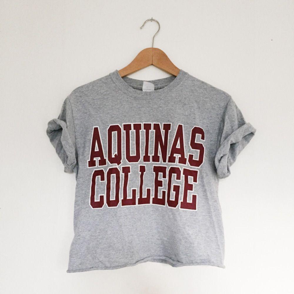 Grå t-shirt med tryck . T-shirts.