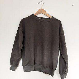 Mörkgrå sweatshirt. Knappt använd!