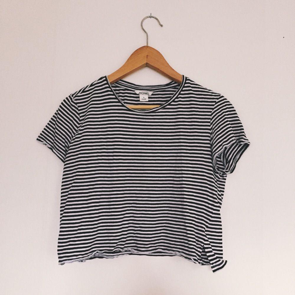 Randig t-shirt från Monki i fint skick!. T-shirts.