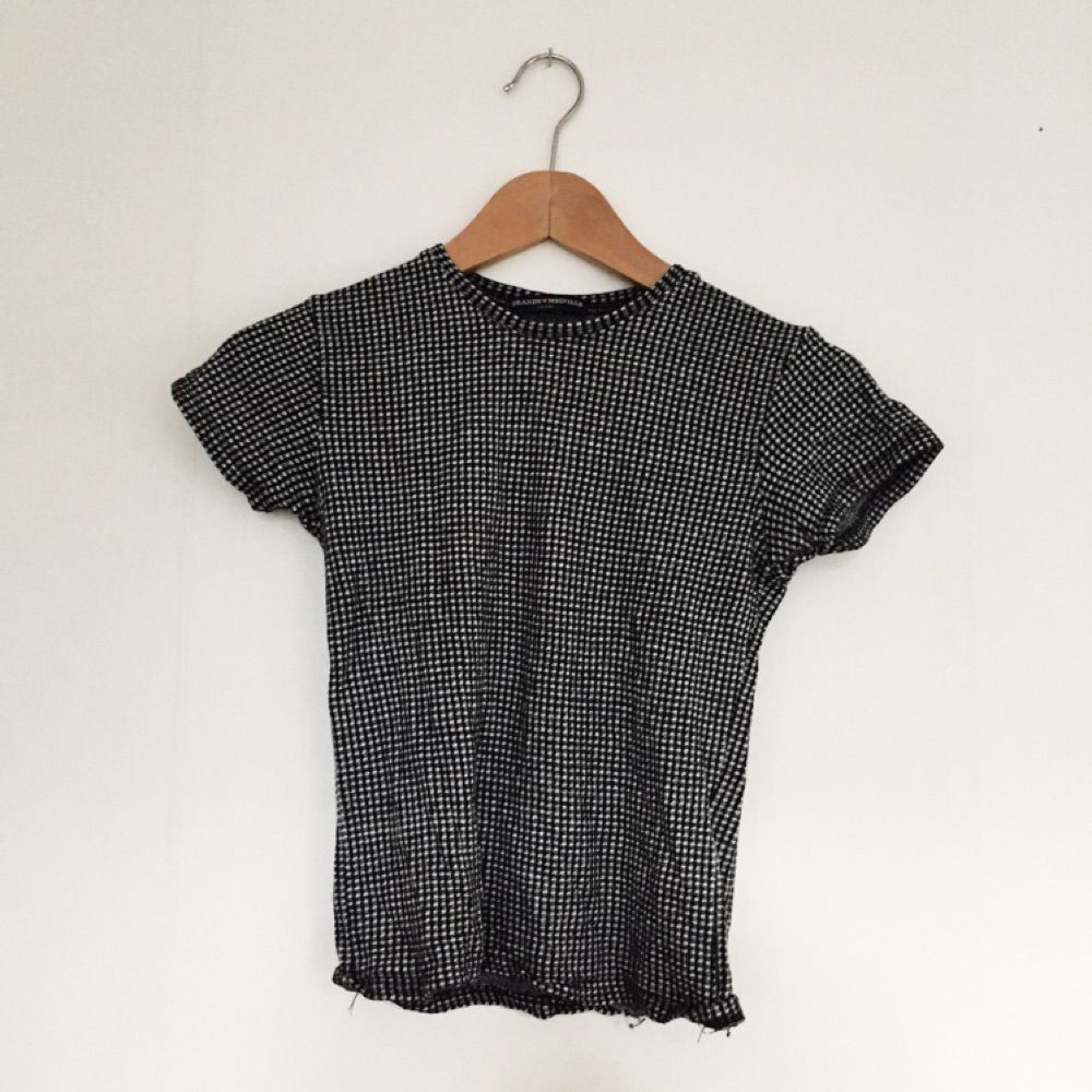 Rutig t-shirt från brandy Melville!. T-shirts.