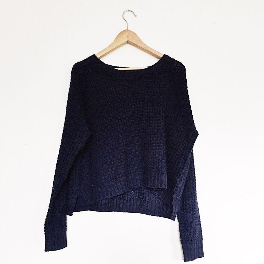 Mörkblå gosig stickad tröja . Tröjor & Koftor.