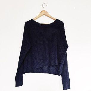 Mörkblå gosig stickad tröja