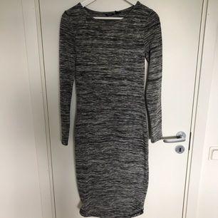 Superfin knälång fodralklänning från Lindex. Köparen står för frakten :)