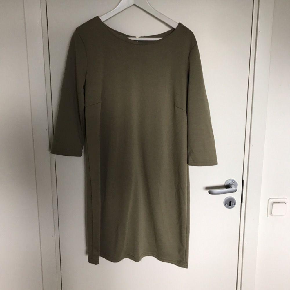 babf8619fb1c Jättefin mildgrön klänning. Passar perfekt till både vardag och fest.  Köparen står för frakten ...