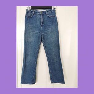 De perfekta jeansen med den snyggaste passformen och tvätten, från &other stories. Tyvärr har de blivit för små för mig, i övrigt är de i mycket gott skick!