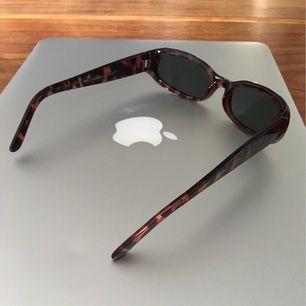 Helt nya solglasögon från raw edge label. Köpta för 500. Säljes pga används tyvärr ej. Frakt tillkommer. Kan mötas i Malmö/Lund.