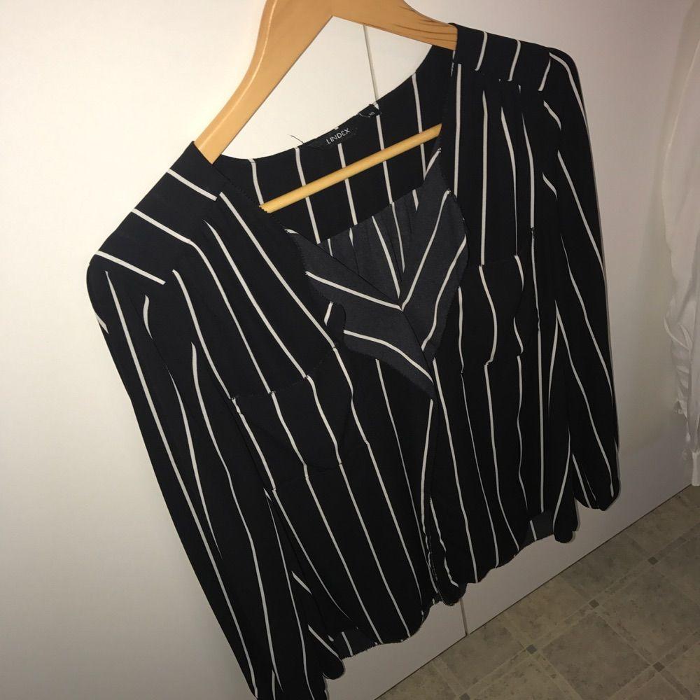 Säljer två fina blusar båda är - Lindex Kostymer - Second Hand 2f97600af2d48