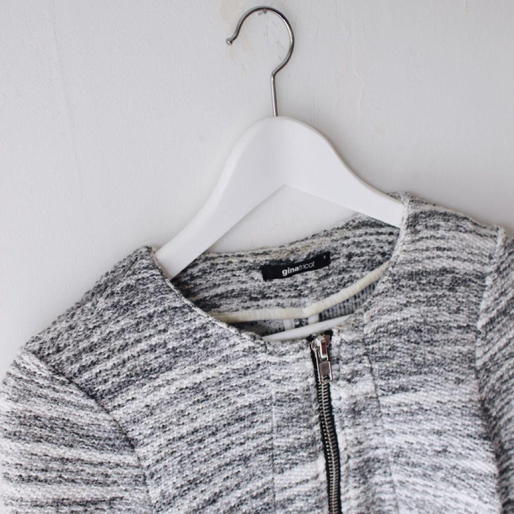 Snygg grå jacka/kofta från Gina Tricot. Två fickor. . Jackor.