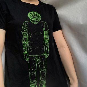 Ed sheeran t-shirt köpt på konsert. Bra skick, använd fåtal gånger.
