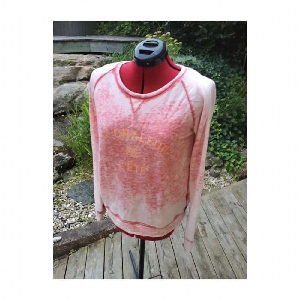 Världens mjukaste Maison Scotch tröja med vintage-aktig tvätt. Size 2, passar som M . Huvtröjor & Träningströjor.