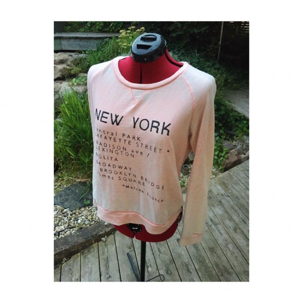 Mjuk och mysig tröja från Maison Scotch i blekrosa Size 2, passar som M . Huvtröjor & Träningströjor.