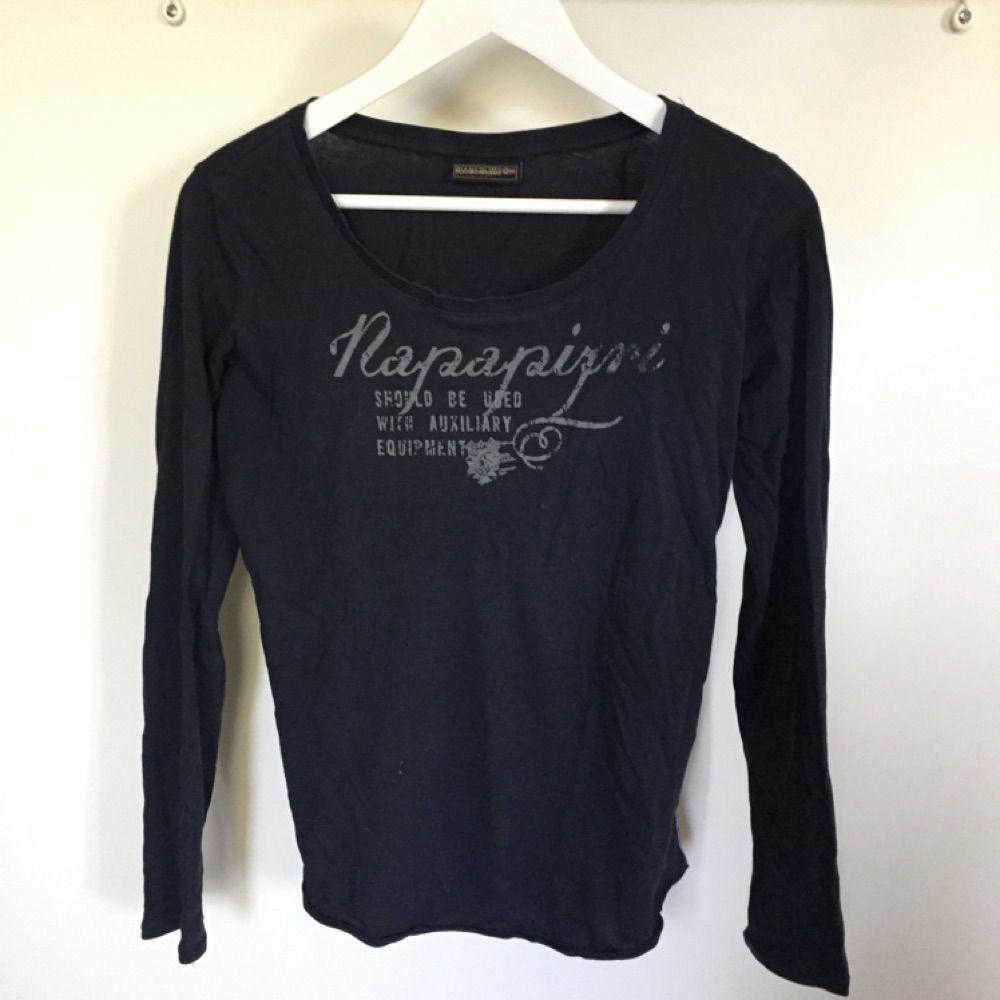 Napapijri tröja köpt på Best of brands. Inköpspris: 900kr. Skjortor.