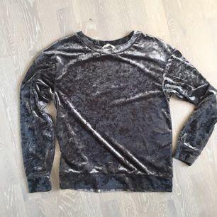 Cooooolaste tröjan ever ✨ i mjukt sammetsliknande material