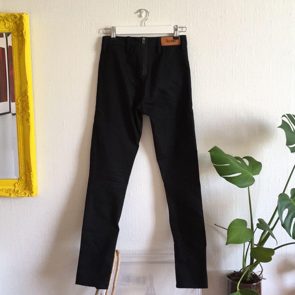 Äkta svarta Acne jeans med dragkedja - Acne Jeans   Byxor - Second Hand b94d3d66630c3
