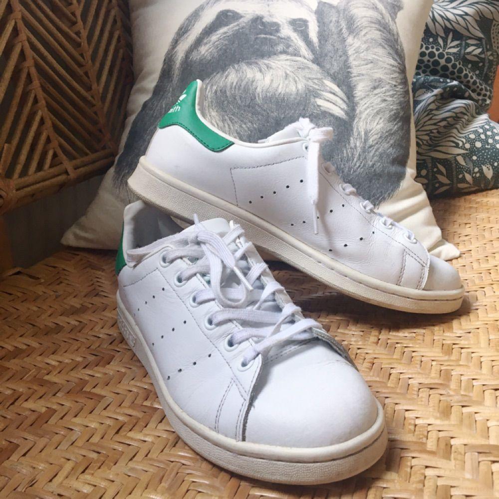 Adidas Stan Smith sneakers i stl 38, välanvända men fortfarande lite att ge :) Köparen står för frakten eller hämtas i Hammarbyhöjden ev T Centralen