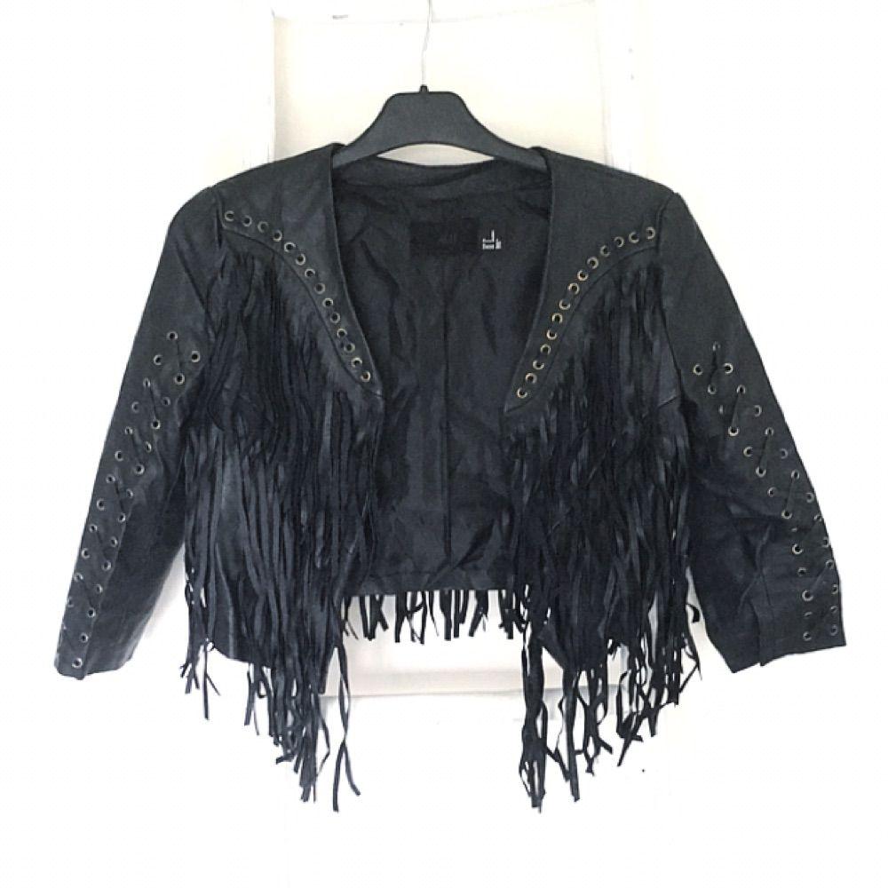 Jacka i läderimitation från H&M. Fransar fram och bak. Köparen står för ev fraktkostnad ☀️. Jackor.