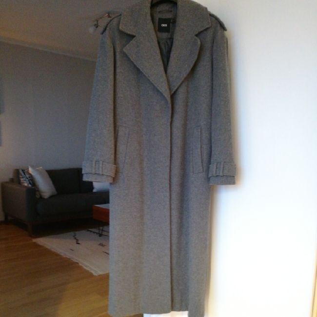 oversize coat, worn twice, very good condition. Jackor.