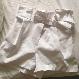 Kostymshorts från zara! Oanvända md prislappen kvar. Köpte till student men blev annan outfit.