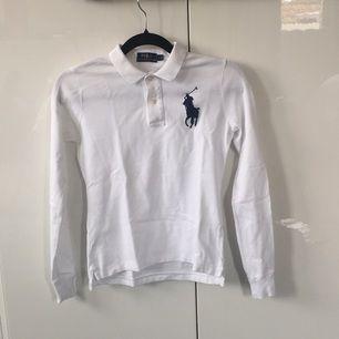 En jättefin tröja från Ralph Lauren i nyskick. Frakten ingår💕💕