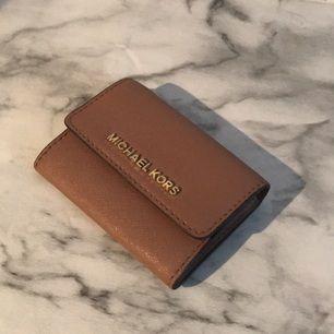 Superfin äkta Michael kors plånbok i läder. Modellen heter