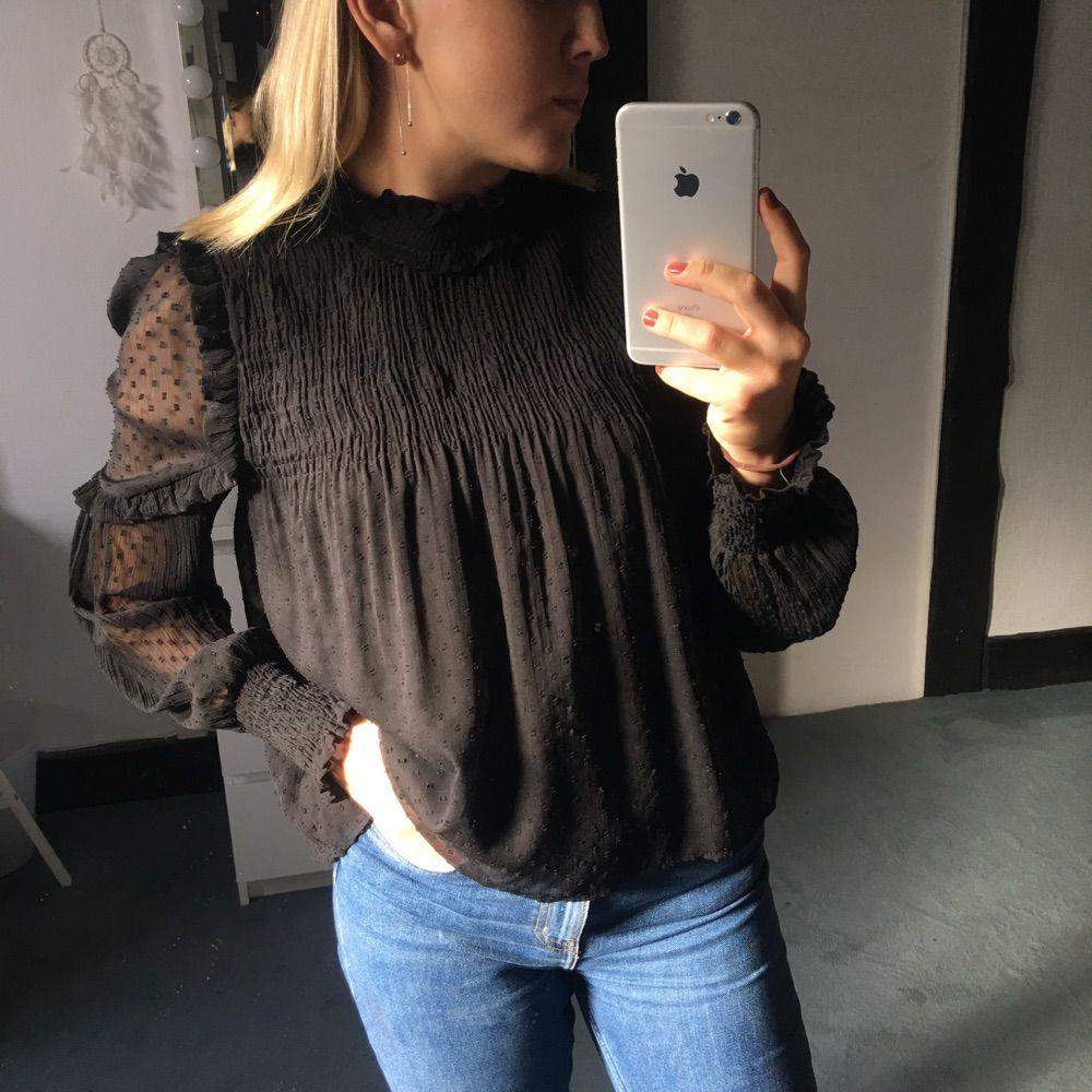 ROMANTISK BLUS ✨ romantisk supersöt prickig blus inköpt från Zara i vintras. 76772779faf4d