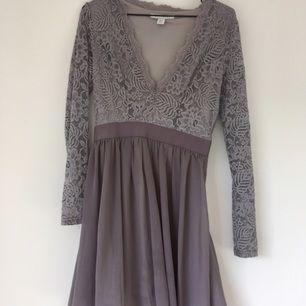 2e5376fcc930 Lindex. XS. 80kr · Fin klänning säljes pga fel storlek. Mycket bra skick  och färg som passar bra både