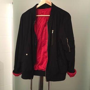 Bomber jacka från Gul&Blå.  Har endast hängt i garderoben sedan flytt. 😀