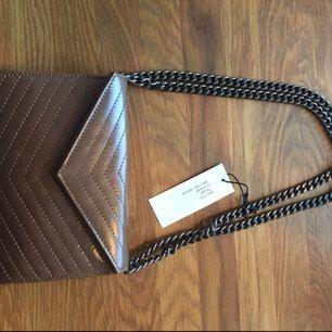 Helt ny väska från Moss Copenhagen. Aldrig använd. Äkta läder i färgen taupe.