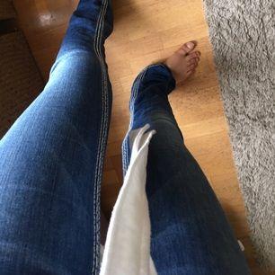 True religion bootcut jeans, suuperfina men tyvärr för små för mig.