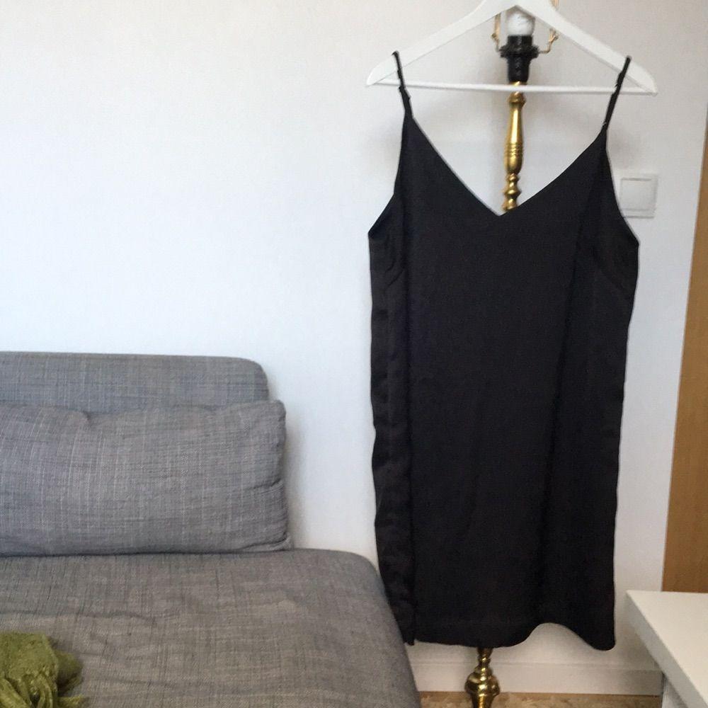 386ade4c835a Svart, fin klänning från Monki. Använd en gång så är i fint skick!