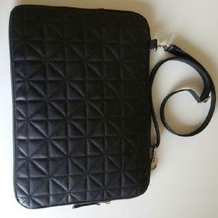 snyggaste laptop väskan, quiltad