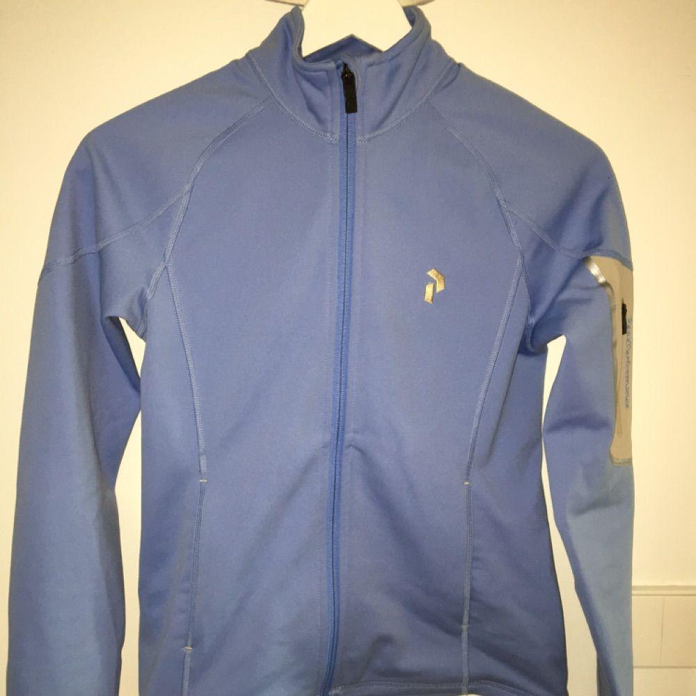Äkta Ljusblå peak tröja i storlek Xs. Gott skick. Huvtröjor & Träningströjor.